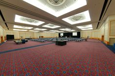 The Portland Ballroom is perfect for hosting large general sessions, meetings, and keynote speaker presentations.