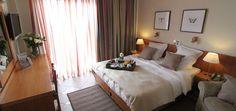 LiveDeal | ΠΡΟΣΦΟΡΕΣ αθήνα | Deal - Διαμονή στο Achillion Hotel στo ιστορικό κέντρο της Αθήνας με 2 διανυκτερεύσεις και για τα 2 άτομα σε δίκλινο δωμάτιο με πρωϊνό, ένα μεσημεριανό γεύμα δύο ατόμων, δωρεάν wi-fi και δωρεάν διαμονή παιδιού έως 12 ετών, μόνο 80€ από 160€, Έκπτωση 50% - (16€ κουπόνι τώρα και 64€ κατά την άφιξη)!