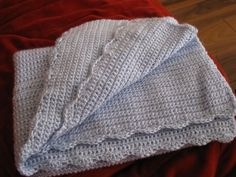 The Pink Toque» Knit & Crochet Tutorials » Free Pattern: Scalloped Baby Blanket