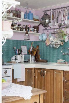 Inspiración para la decoración de la cocina, con madera, ladrillos y los utensilios de cocina.