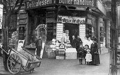 Feinkostgeschäft Wielandstraße 31, Ecke Hedwigstraße, um 1910. Foto: edition Friedenauer Brücke