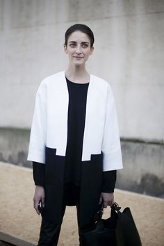 black and white coat Style Me, Your Style, Black And White Coat, Tomboy Fashion, Put On, Dress Up, Normcore, Paris Fashion, Street Style
