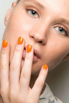 Hafta sonuna çok az kaldı! Neşe verici ve dışa dönük turuncu ile canlanalım!  - Zoya'nın oje renk çeşitlerine Zorlu şubemizden ulaşabilirsiniz - #HandeHaluk #ulus #zorlu #zorluavm #zorlucenter #bestoftheday #inspiration #fashion #nailart #nailpolish #HandeHalukZorlu
