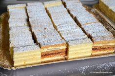 menaj. My Recipes, Cookie Recipes, Dessert Recipes, Eastern European Recipes, Sweet Cooking, Good Food, Yummy Food, White Cakes, Romanian Food