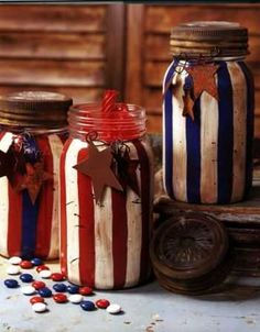 Ready to get everything ready for the of July? These super cute patriotic of July Mason Jar crafts are easy enough to create in a flash! Americana Crafts, Patriotic Crafts, July Crafts, Holiday Crafts, Mason Jar Projects, Mason Jar Crafts, Mason Jar Diy, Bottle Crafts, Blue Mason Jars