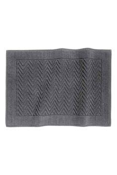 Jacquard-weave bath mat: Jacquard-weave cotton bath mat with anti-slip…