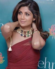 """#Flashback of Last February  Shilpa Shetty adorns a #navratna choker commemorating the launch of Gehna Boutique and the #navratna campaign!"""