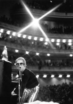 Elton John is photographed on stage at New York's Carnegie Hall in November 1972. Credit: Bob Gruen