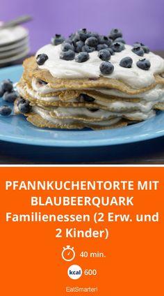 Pfannkuchentorte mit Blaubeerquark - Familienessen (2 Erw. und 2 Kinder) - smarter - Kalorien: 600 Kcal - Zeit: 40 Min. | eatsmarter.de