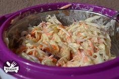 Vynikajúci šalátik, ktorého príprava už skutočne nemôže byť jednoduchšia. Namiesto majonézovej zálievky vyskúšajte ľahkú a úžasne lahodnú zálievku z jogurtu, medu a horčice.