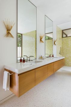 Bathroom decor for the master bathroom remodel. Discover bathroom organization, bathroom decor ideas, bathroom tile some ideas, master bathroom paint colors, and much more. Mid Century Modern Bathroom, Modern Master Bathroom, Modern Bathroom Design, Small Bathroom, Bathroom Ideas, Bathroom Organization, Master Bathrooms, Bathroom Cleaning, Bathroom Storage