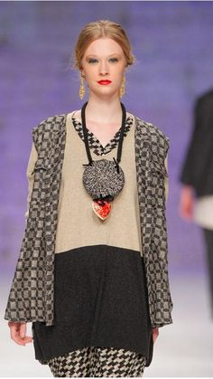 Accessories : Necklace Heart Big Rosette TMcollection Catwalk Detail