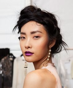 An Asian-American beauty editor teams up with makeup artist Ricky Wilson to find the BEST products for women with monolids
