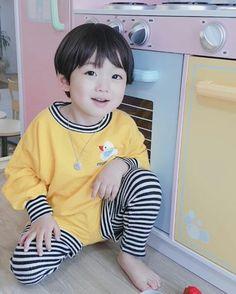 https://www.instagram.com/tokki.daram/ Follow this cute kid. He really looks like Jungkook. So cute!!!!