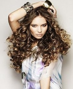 Hairstyles for curly hair! Full of body and flirty    #hairstyles #curlyhair