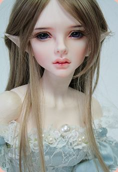 Supia Muriel - looks so much like an elfin version of Natalie Portman! I do not collect SD sized BJD's, but I'd make an exception for this beauty. (Image from Supiadollz official website)