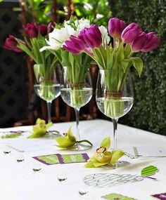 Autossustentável: Arranjo de tulipas em taças