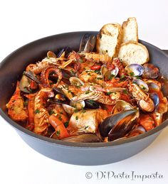 Seafood soup curry new Ideas Fish Recipes, Seafood Recipes, Salad Recipes, Cooking Recipes, Italian Dishes, Italian Recipes, Italian Foods, Popular Italian Food, Pasta Restaurants