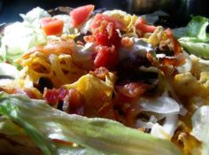 Bacon Nachos: Just when you thought nachos couldn't get any better. Microwave Food, Microwave Recipes, Bacon Dishes, Savoury Dishes, Mexican Meals, Mexican Food Recipes, Cheese Chips, Bacon Sausage, Party Food And Drinks