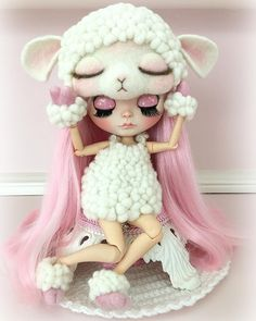 Jovie lol #blythe #blythedoll #blythepink #blythecustom #blytheoutfit #sheep #lamb #pink #pinkhair #customblythe #dollsofinstagram #dollphotography #ilovepink #cute #easter #needlefelting