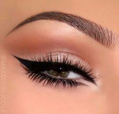 Neutral eyes with gorgeous glam liner … (Beauty Nails Winged Eyeliner) Makeup Eye Looks, Cute Makeup, Gorgeous Makeup, Pretty Makeup, Skin Makeup, Eyeshadow Makeup, Glitter Eyeshadow, Cat Eyeliner, Fox Makeup