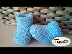 Baby booties (booties) Knitted in two needles. Two sizes - bebés 2 agujas y crochet - Baby Knitting Patterns, Baby Booties Knitting Pattern, Knit Baby Shoes, Knit Baby Booties, Knitting For Kids, Knitting Socks, Crochet Patterns, Crochet Gloves, Crochet Cardigan