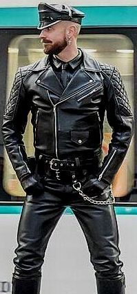 Leather Gloves, Leather Tops, Leather Jackets, Leather Fashion, Mens Fashion, Latex Men, Men In Uniform, Bad Boys, Sexy Men