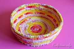 No Sew Coiled Fabric Bowl or Basket - List of the most creative DIY and Crafts Scrap Fabric Projects, Fabric Scraps, Sewing Projects, Craft Projects, Craft Ideas, Sewing Ideas, Fair Projects, Quilting Fabric, Diy Ideas