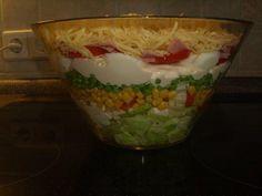 Das perfekte Schichtsalat Aus der Bärchenküche-Rezept mit Bild und einfacher Schritt-für-Schritt-Anleitung: Eisbergsalat in Stücke schneiden und in eine…