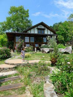 La Province: 風建築工房が手掛けた家です。 Japan Design, Beautiful Gardens, Beautiful Homes, Garden Design, House Design, Farmhouse Garden, Japanese House, Backyard Projects, Inspired Homes