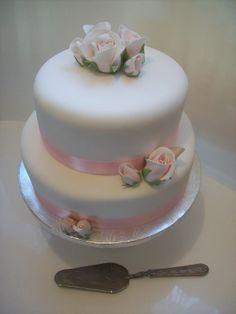 Classic styled wedding cake $499