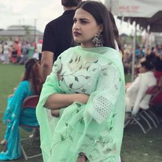 Beautiful Himanshi Khurana Latest HD Images, Pics, Wallpapers Cute Girl With Glasses, Punjabi Actress, Smile Pictures, Casual Suit, Latest Pics, Hd Images, New Image, Indian Outfits, Cute Girls