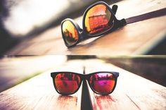 Les lunettes de soleil aux verres miroirs colorés   une tendance  définitivement adoptée par les célébrités US   Visiofactory 222819f542f8