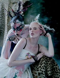 Tim Walker shoots Edie Campbell and Karen Elson for 'The Lion King' story in LOVE Magazine Issue 400 pound lion Atlas is also featured in this editorial. Styled by Katie Grand & Sandy Powell. Edie Campbell, Karen Elson, Magazine Vogue, Love Magazine, Editorial Photography, Art Photography, Fashion Photography, Glamour Photography, Steven Meisel