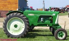 Row-crop Oliver 880 right side Antique Tractors, Vintage Tractors, Old Tractors, White Tractor, Tractor Photos, Tractor Pulling, Old Farm Equipment, New Farm, Farm Trucks