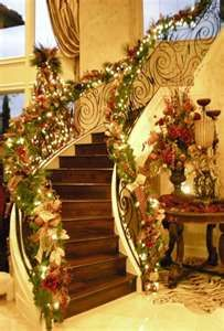 Gorgeous Christmas Staircase Decor Ideas For Inspiration Pretty Christmas Trees, Christmas Time Is Here, Merry Little Christmas, Noel Christmas, Beautiful Christmas, Winter Christmas, All Things Christmas, Christmas Lights, Natural Christmas