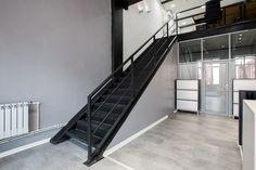 Офис бренда Pergo в центре Артплей. #officeinterior #urbaninterior #interiordesign #интерьерофиса #шоурум #чугунная_лестница