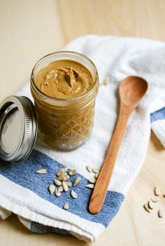 Nut Allergy Parents, Rejoice! Homemade Sunflower Seed Butter ... with just 4 ingredients!
