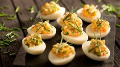 Vajíčka s lososovo-chrenovou náplňou