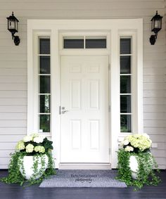 The door with Windows Outdoor Pots, Outdoor Living, Outdoor Decor, House Entrance, Diy Garden Decor, House Front, Porch Decorating, Door Design, My Dream Home