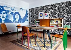 This apartment featured in French Marie Claire Maison is stunning. The Prouve chairs and table are oh so sweet. Apartment Interior Design, Modern Interior Design, Appartement Design, Design Moderne, Style Vintage, Decoration, Wallpaper, Living Room Decor, Mid-century Modern
