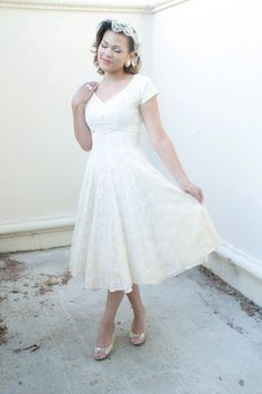 Vintage 1950s dress ivory lace wedding dress by RoseleinRarities, $179.00