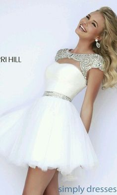 Lovely dress . Its really cool.i wish i can have one♥