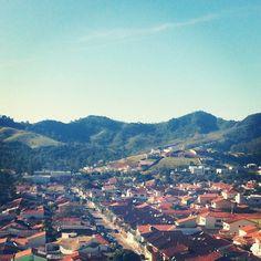 Cidade de Itajubá (itajuba.mg.gov.br) / Situada a 445Km de Belo Horizonte / Essa é a cidadezinha onde eu nasci, no meio da Serra Mantiqueira, em Minas Gerais. Por @fabianesecches