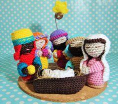 Presépio em croché 100% algodão, com base em cortiça. Neste Natal ofereça presentes originais