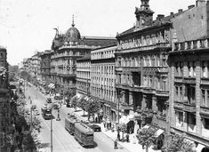 Warsaw - capital of Poland in 1935 year. Poland History, War Image, Beautiful Buildings, Capital City, Old Photos, Wwii, Tourism, Street View, Culture