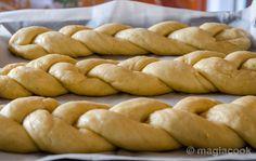 Tsoureki Recipe, Vasilopita Recipe, Greek Desserts, Greek Recipes, Easter Recipes, Holiday Recipes, Easter Ideas, Ice Cream Recipes, Sweet Life