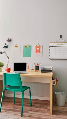 A few simple additions can turn an ordinary desk into a school teacher's organ. - A few simple additions can turn an ordinary desk into a school teacher's organizational haven tha - Study Room Decor, Room Decor Bedroom, Dorm Room, Home Office Design, Home Office Decor, Home Decor, Office Furniture, Diy Furniture, Kids Homework Station