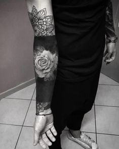 Feed Your Ink Addiction With 50 Of The Most Beautiful Rose Tattoo Designs For Men And Women – skull tattoo sleeve Japanese Sleeve Tattoos, Best Sleeve Tattoos, Cover Up Tattoos, Time Tattoos, Hand Tattoos, Tattoos For Guys, Skull Rose Tattoos, Tribal Tattoos, Nefertiti Tattoo