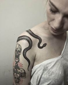 Get to See the Latest SnakeTattoo designs and trends You can check out Japanese Snake Tattoos, Traditional Snake tattoo, Snake tattoo hand and snake symbols. These tattoos will being meanings to your body and much more to this art. Hand Tattoos, Unique Tattoos, Beautiful Tattoos, Small Tattoos, Sleeve Tattoos, Unique Animal Tattoos, Piercings, Diy Tattoo, Tattoos For Women